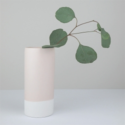 Vase en céramique rose mate working in the red woods - les inutiles