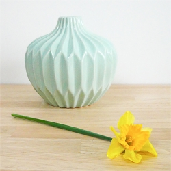 vase boule vert d'eau - vase origami hubsch - jonquille