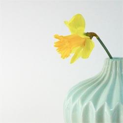 vase origami turquoise - vase mint bloomingville - vase vert d'eau et joncquille
