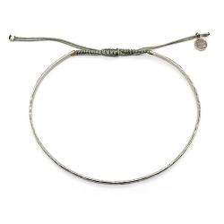 Bracelet jonc martelé en argent et cordon gris perle -  muja juma - boutique les inutiles