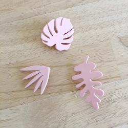 pin's en bois laqué rose LakLak Paris - Broche Petula Lak Lak - Boutique Les inutiles