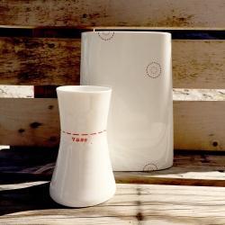 Vase et Soliflore en porcelaine - Vase rouge de la collection Hay d'Anne Black. Boutique Les inutiles