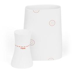 Vase en porcelaine - Vase rouge de la collection Hay d'Anne Black. Boutique Les inutiles