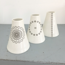 Soliflore en porcelaine - Vase noir et blanc de la collection Hay d'Anne Black. Boutique Les inutiles