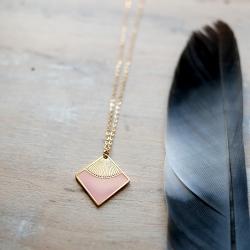 Collier Art Déco Emaillé Rose - Pendentif Marcelle - Boutique Les inutiles