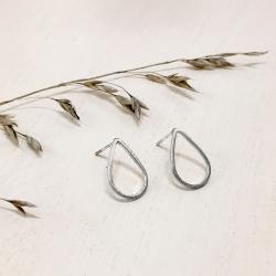Petites Boucles Pluie - Puce Gouttes argent simples - Boucles d'oreilles discrètes - Les inutiles