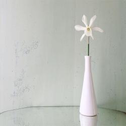 Vase Blanc émaillé soliflore vintage - Idée déco minimaliste boutique cadeau et concept store déco Les inutiles