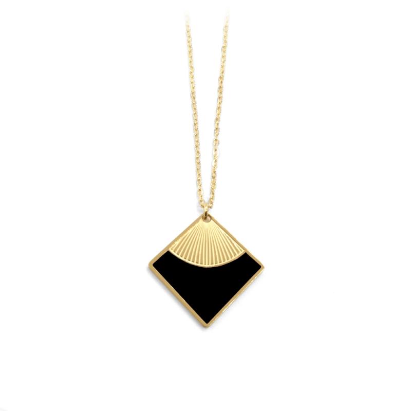 Collier intemporel et élégant • Pendentif carré doré et noir • Collection de bijoux minimalistes et raffinés