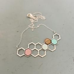 Boutique Les inutiles Bijoux de créateurs • Collections Shlomit Ofir, Collier ruche et abeille • Bijouterie à Loches