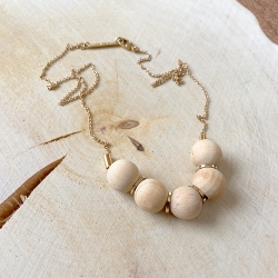 Boutique cadeaux à Loches bijouterie de créateurs • Collier en bois et chaîne dorée or fin • eshop Lesinutiles • Bijoux Titlee